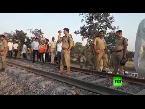فلسطين اليوم - شاهد سقوط جرحى جراء خروج قطار عن مساره في الهند