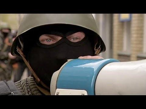 المحافظات الأوكرانيّة تواجه المسلّحين