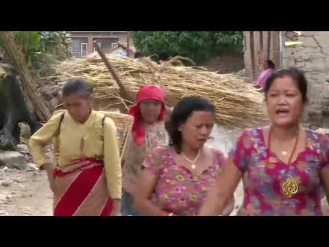 العرب اليوم - شاهد خوف النيباليين من الزلازل يدفعهم إلى إقامة الطقوس الدينية