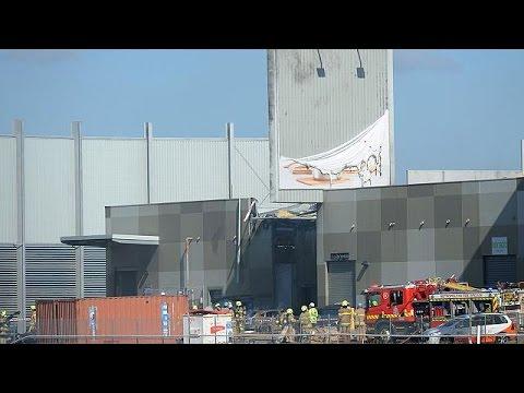 العرب اليوم - بالفيديو مقتل 5 أشخاص في سقوط طائرة فوق مركز تجاري في أستراليا