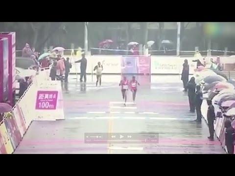 فلسطين اليوم - سباق ماراثون ينتهي بخطأ طريف