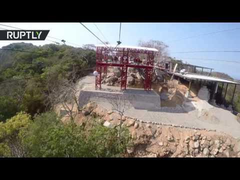 فلسطين اليوم - بالفيديو سباق السرعة على تلفريك من 4 خطوط معلقة فوق سطح البحر