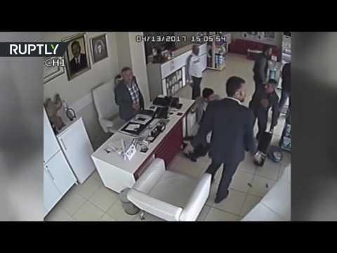 فلسطين اليوم - بالفيديو عجلة تنفصل عن السيارة وتدخل إلى صيدلية