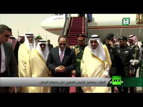 فلسطين اليوم - لحظة استقبال الملك سلمان للرئيس المصري