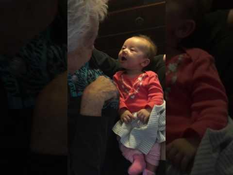 فلسطين اليوم - رد فعل طفلة صماء تعلمها جدتها لغة الإشارة