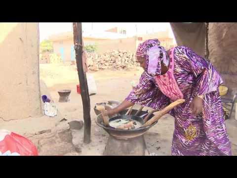 فلسطين اليوم - شاهد الفحم مصدر الطاقة الأبرز في باماكو