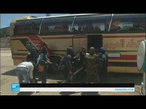 فلسطين اليوم - بالفيديو مسلحو حي الوعر في حمص يغادرونه إلى إدلب وجرابلس