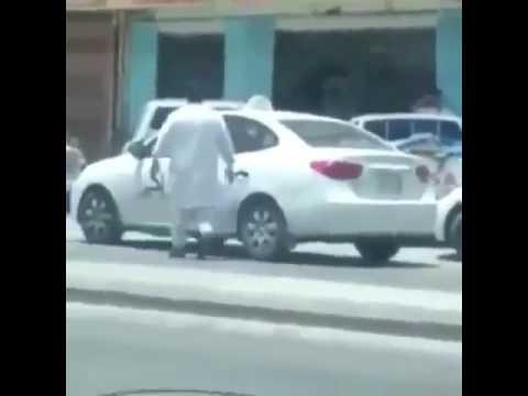 فلسطين اليوم - بالفيديو مشاجرة عنيفة بالأيدي بين سائقين