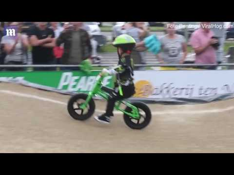 فلسطين اليوم - بالفيديو  رد فعل غريب لطفل عند خط نهاية سباق