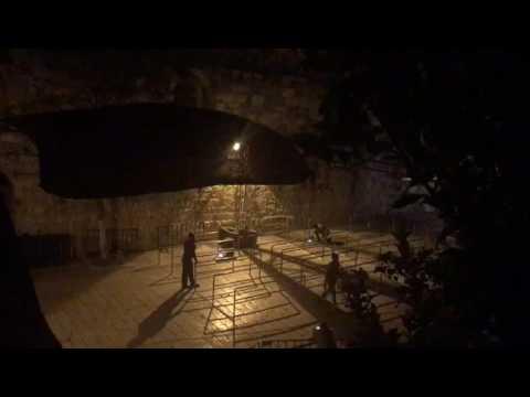 فلسطين اليوم - شاهد الاحتلال الإسرائيلي يبدأ إزالة الجسور والكاميرات قرب باب الأسباط في القدس
