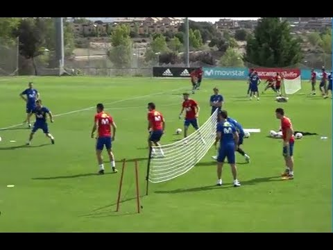 فريق راموس ضد اسينسيو في تدريبات المنتخب الإسباني