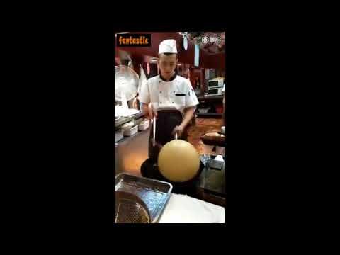 فلسطين اليوم - شاهد طريقة غريبة لصنع بالون من الأرز المقلي
