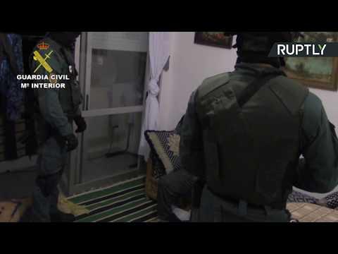 فلسطين اليوم - شاهد احتجاز مشتبه به آخر في تنفيذ هجوم برشلونة