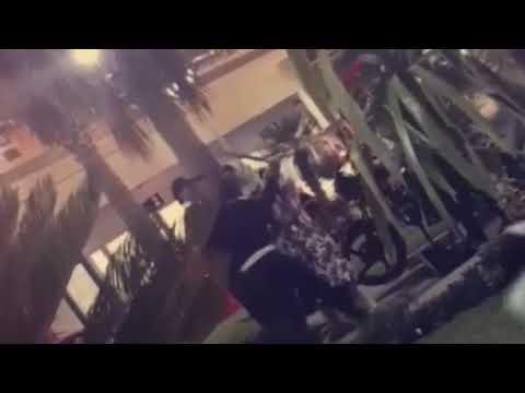فلسطين اليوم - لحظة اعتداء رجال أمن مطعم مشهور على امرأة بالضرب