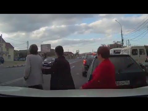 فلسطين اليوم - العناية الإلهية تنقذ امرأة من الدهس تحت عجلات سيارة