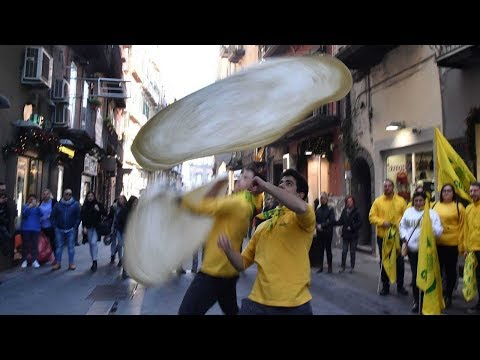 شاهد خبازو البيتزا في نابولي يحتفلون بإدراجها ضمن التراث العالمي
