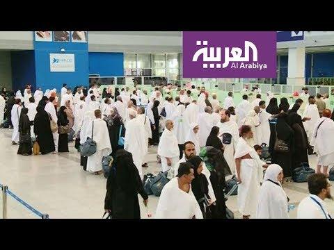 شاهد أجهزة إلكترونية تقرأ بيانات المعتمرين في مطار جدة