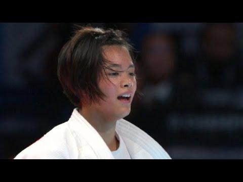 شاهد اليابانية أب أوتا تفوز على منافستها نتاليا كوزي في فئة 52 كيلوغرامًا