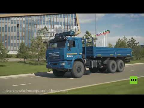 شاحنة كاماز روسية ذاتية القيادة تسير على طرق ترابية