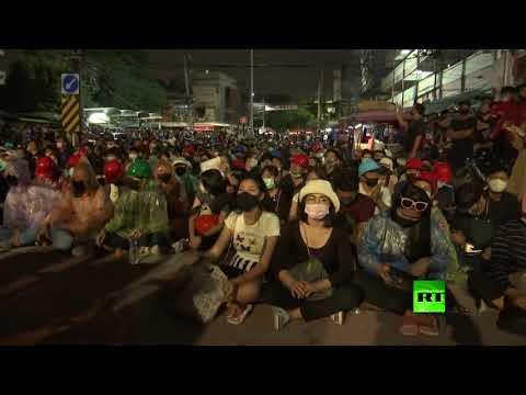 شاهد الآلاف يتظاهرون مجددا في تايلاند