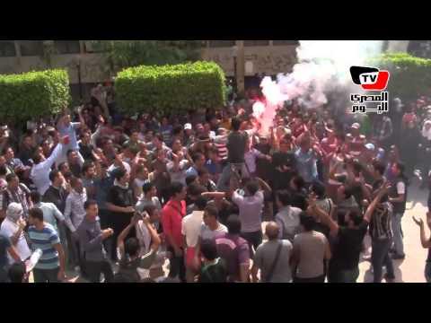 طلاب في جامعة القاهرة يتظاهرون ضد فالكون