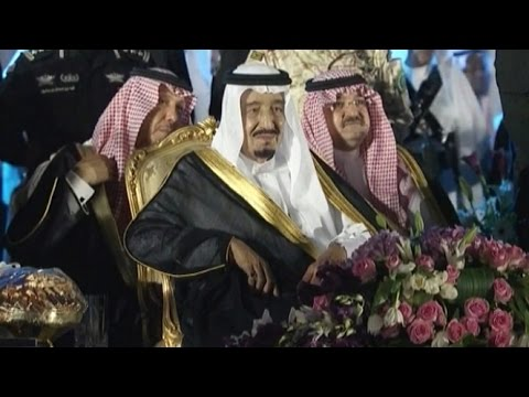 بالفيديو أهالي مكة يحتفلون بالعاهل السعودي الملك سلمان