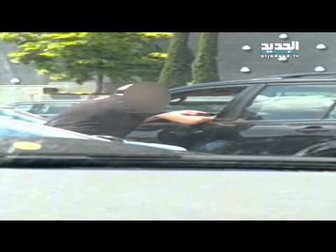 شاهد بالفيديو رئيسِ بلدية يضرب زوجته أمام المارة
