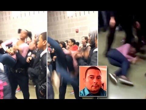 العرب اليوم - شاهد لحظة اعتداء شرطي على طالبة وطرحها أرضًا