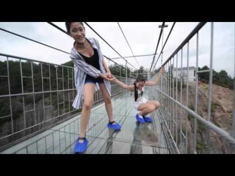العرب اليوم - بالفيديو أطول ممر زجاجي يثير الرعب في العالم