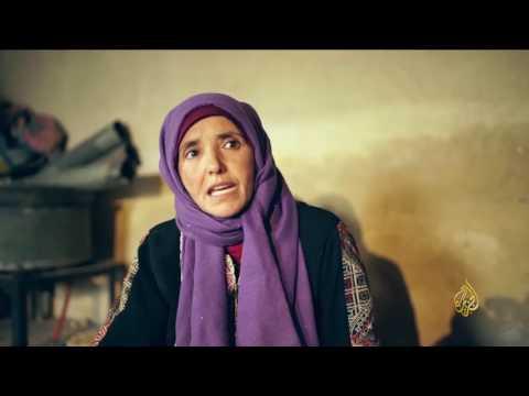 العرب اليوم - شاهد النساء يحترفن حرفة النسيج في الأردن