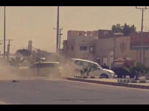 العرب اليوم - شاهد لحظة تعرض موكب أمير الرياض لحادث مروري