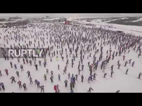 العرب اليوم - 10 آلاف شخص يشاركون في السباق قرب موسكو