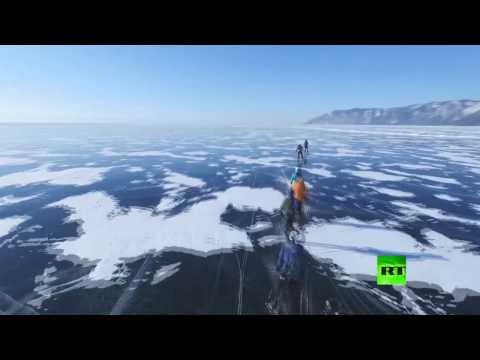 العرب اليوم - سباق دراجات على جليد بحيرة بايكال