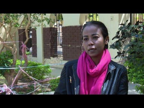 فلسطين اليوم - بالفيديو صحافية سودانية تشتكي من مضايقة اسلاميين متطرّفين