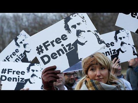 فلسطين اليوم - شاهد حبْسُ الصحافي دونيز يوجيل يُسمِّم العلاقات الألمانية التركية