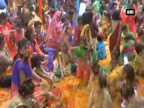فلسطين اليوم - بالفيديو انطلاق مهرجان الألوان احتفالًا باقتراب الربيع في الهند