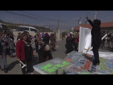 فلسطين اليوم - بالفيديو اسرائيليات وفلسطينيات في مسيرة نسائية واحدة في القدس