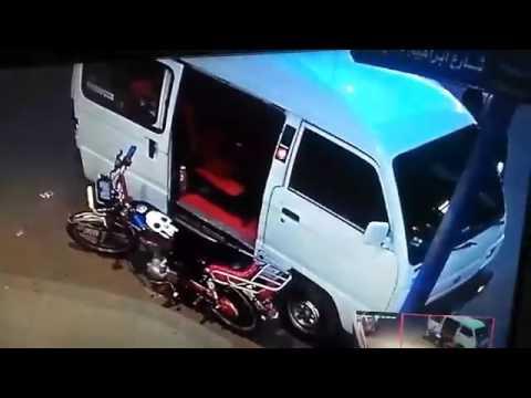 فلسطين اليوم - شاهد سرقة موتوسيكل من أمام صيدلية في الإسكندرية