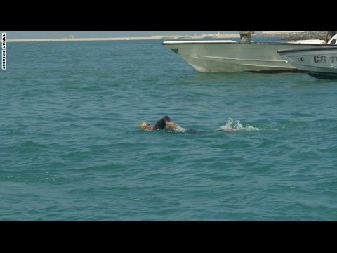 فلسطين اليوم - شاخد شابة سعودية تُحقّق 9 ساعات سباحة ورقمًا قياسيًّا في دبي