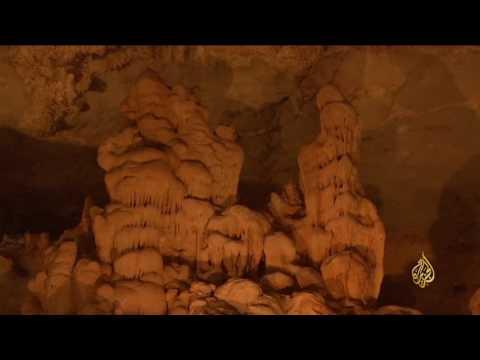 فلسطين اليوم - بالفيديو فنون وإبداعات الطبيعة في احدى مغارات سلطنة عمان