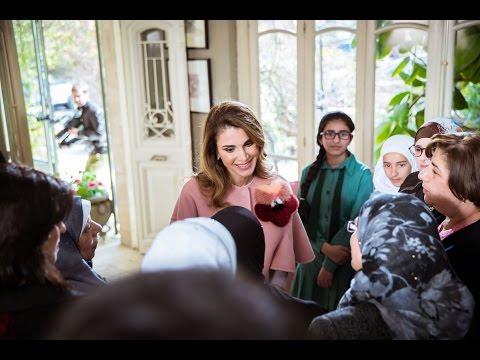 فلسطين اليوم - شاهد الملكة رانيا تعرض فيديو لقصص معاناة أمهات أردنيات