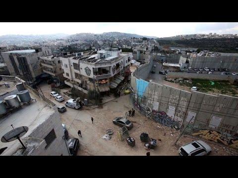 فلسطين اليوم - شاهد افتتاح فندق لفنان الشارع البريطاني بانكسي في بيت لحم