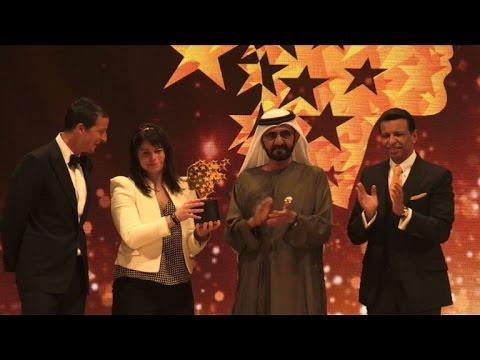 فلسطين اليوم - شاهد الكندية ماغي ماكدونل تنال جائزة أفضل معلم في العالم