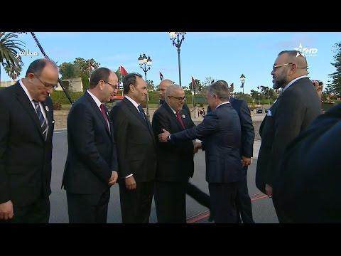 فلسطين اليوم - شاهد ملك الأردن يعانق بنكيران في حفل استقباله