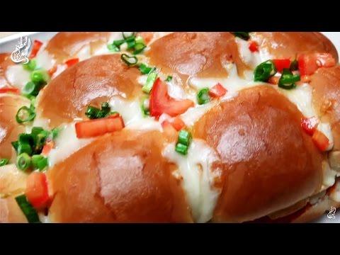 فلسطين اليوم - شاهد طريقة إعداد خبز محشي بالدجاج