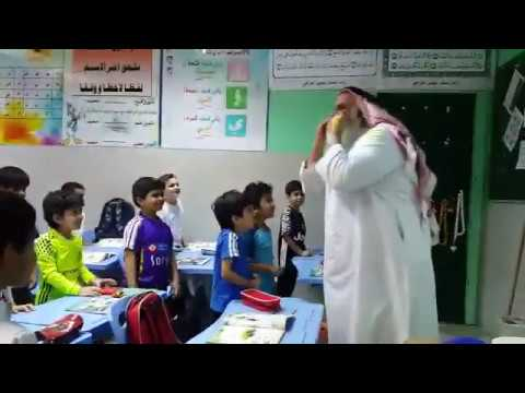 فلسطين اليوم - معلم مسن يثير الجدل بطريقة شرحه التنوين