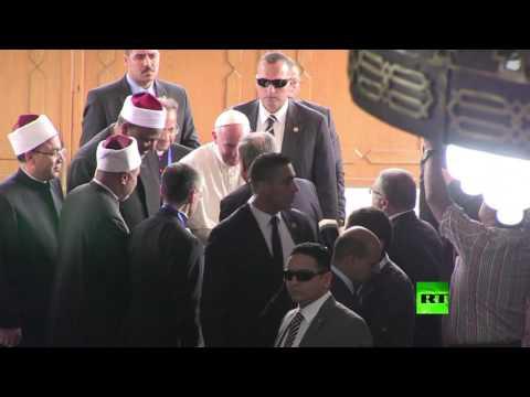 فلسطين اليوم - أحمد الطيب يلتقي البابا فرنسيس لبحث التعاون بين الفاتيكان والأزهر الشريف