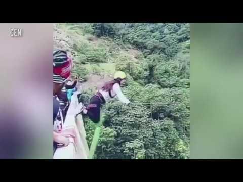 فلسطين اليوم - بالفيديو سقطة مروعة لفتاة مغامرة من فوق جسر ارتفاعه 15 مترًا