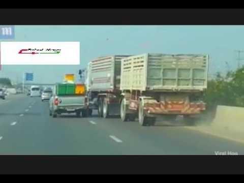 فلسطين اليوم - بالفيديو تخبط شاحنة على الطريق يتسبّب في حادث مروري مروّع