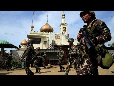 فلسطين اليوم - بالفيديو القوات الفليبينية تحاصر مقاتلين في مراوي ذات الأغلبية المسلمة